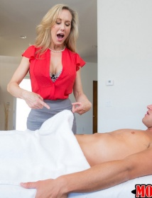 photo Brandi love shows off her tight round ass before fucking tmb