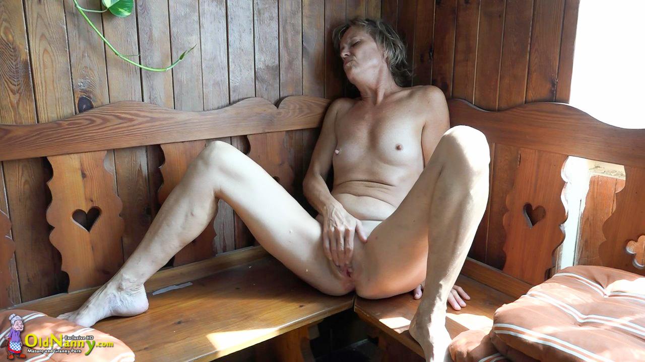 пошла принимать мастурбация женщин с маслом в бане самом