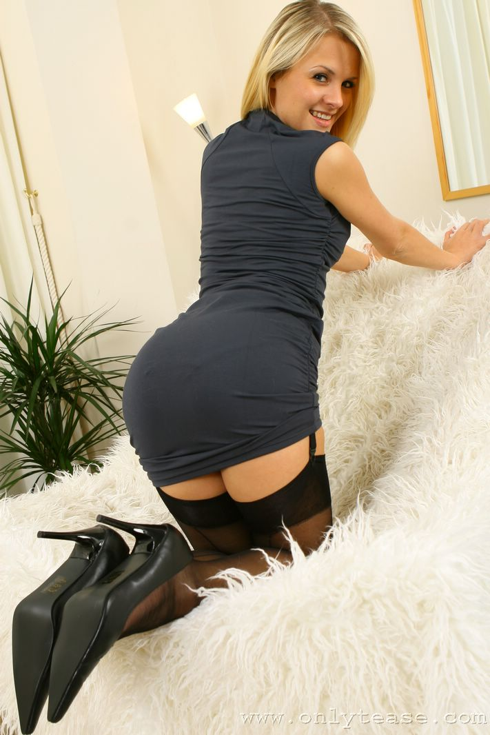 pantyhose-are-coming-back-amature