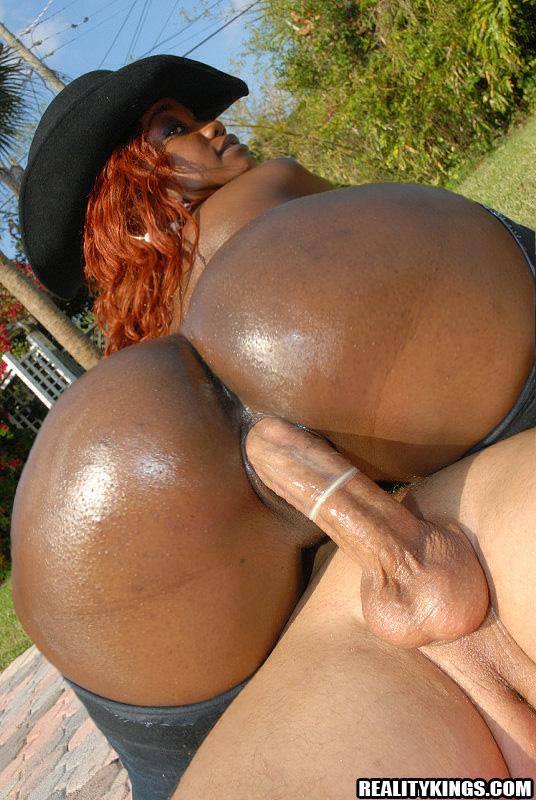 Sweet big round black butt girl