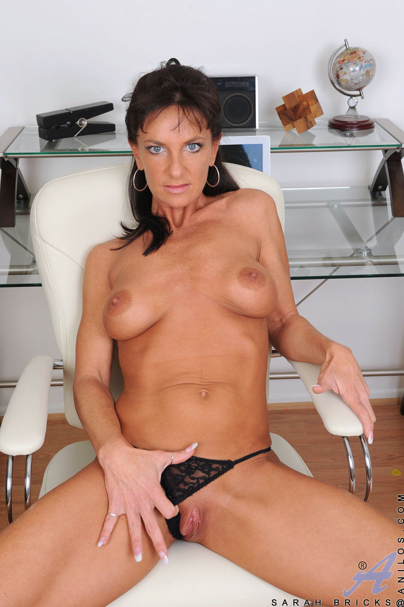 Adult indian lesbian pussy lick