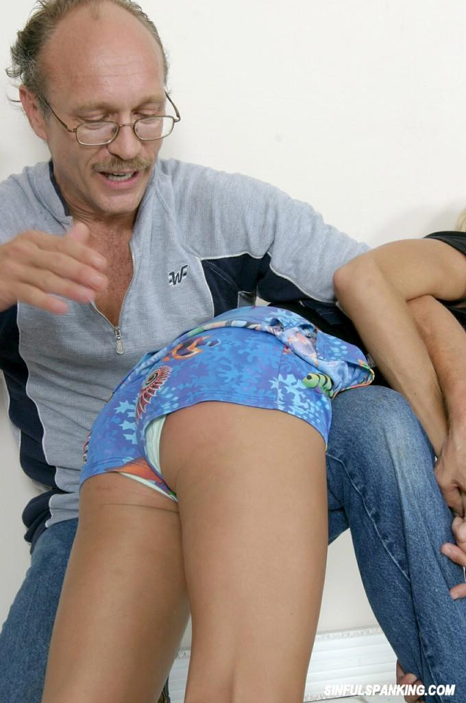 girls-in-short-shorts-spanking-plattsburgh-ny-swinger-pics