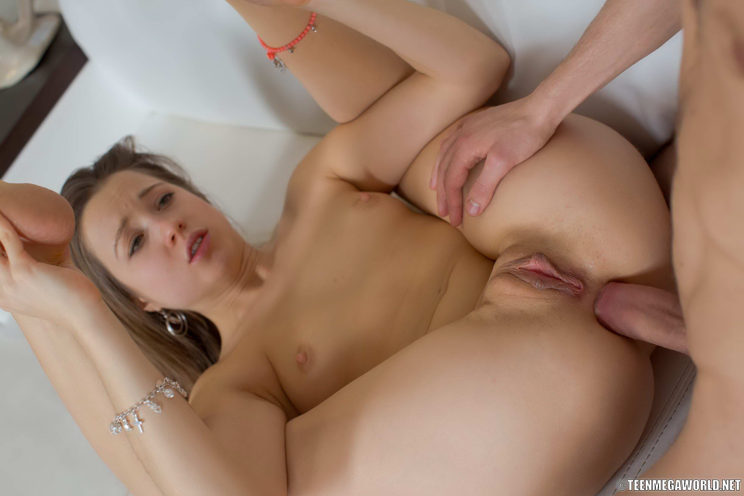 Isabella amore a skinny and flexible horny girl - 1 5