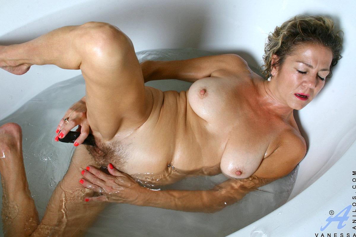 Hairy lesbian bath-4594