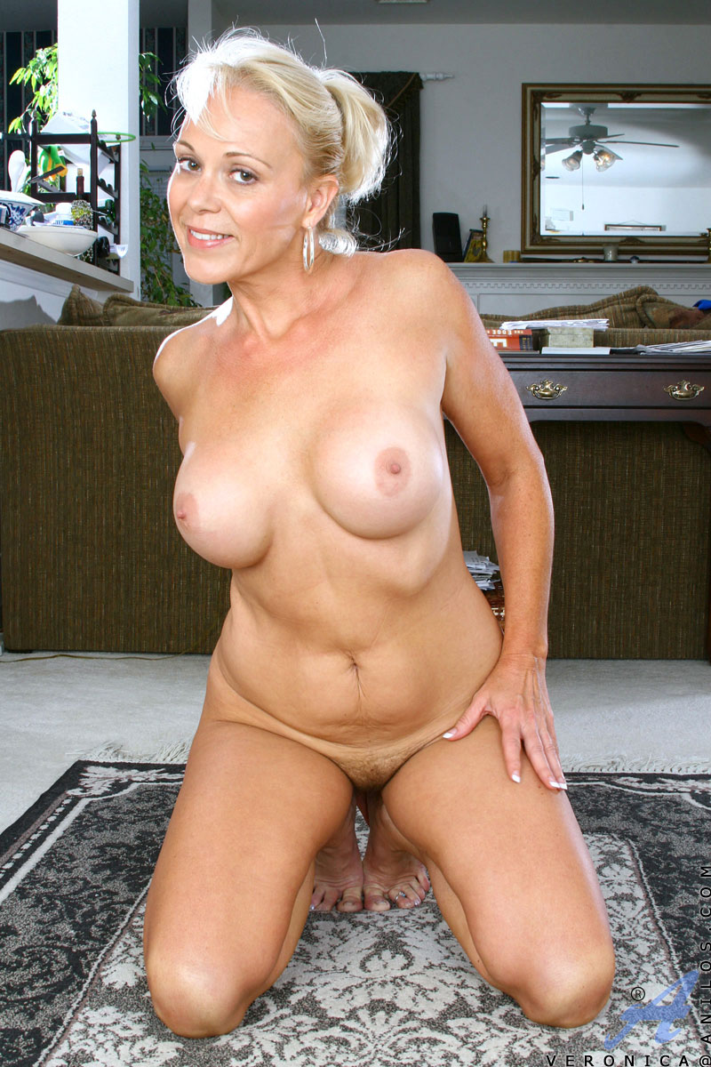 Totally Naked Mature Women