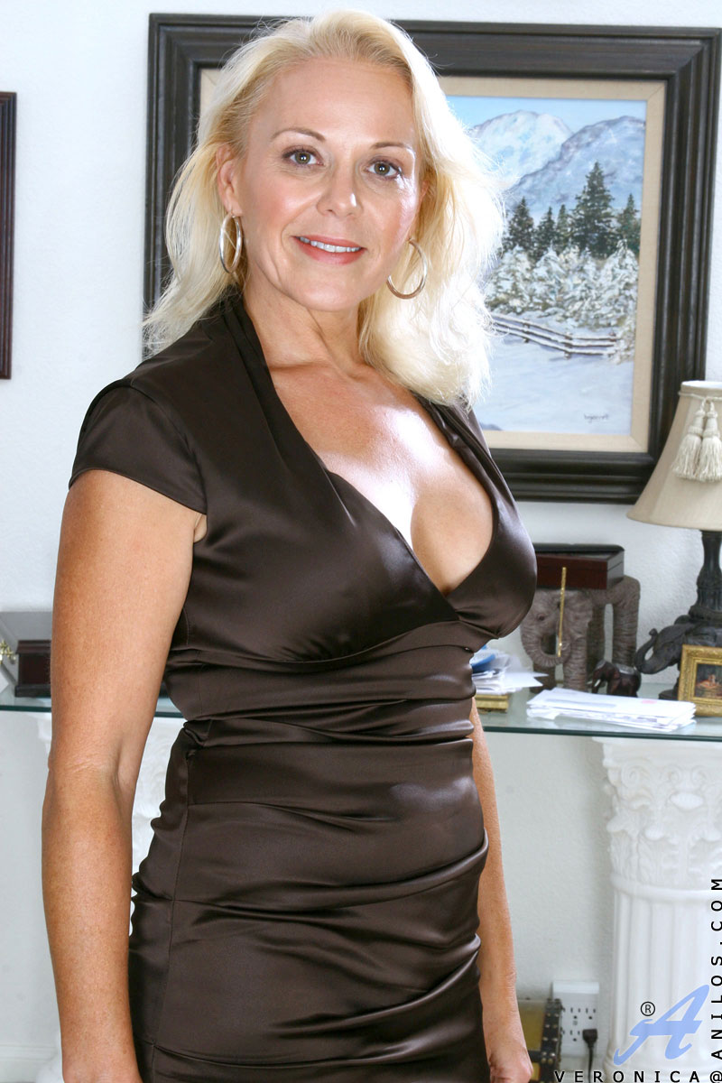 Mature blonde cougar veronica accept. opinion