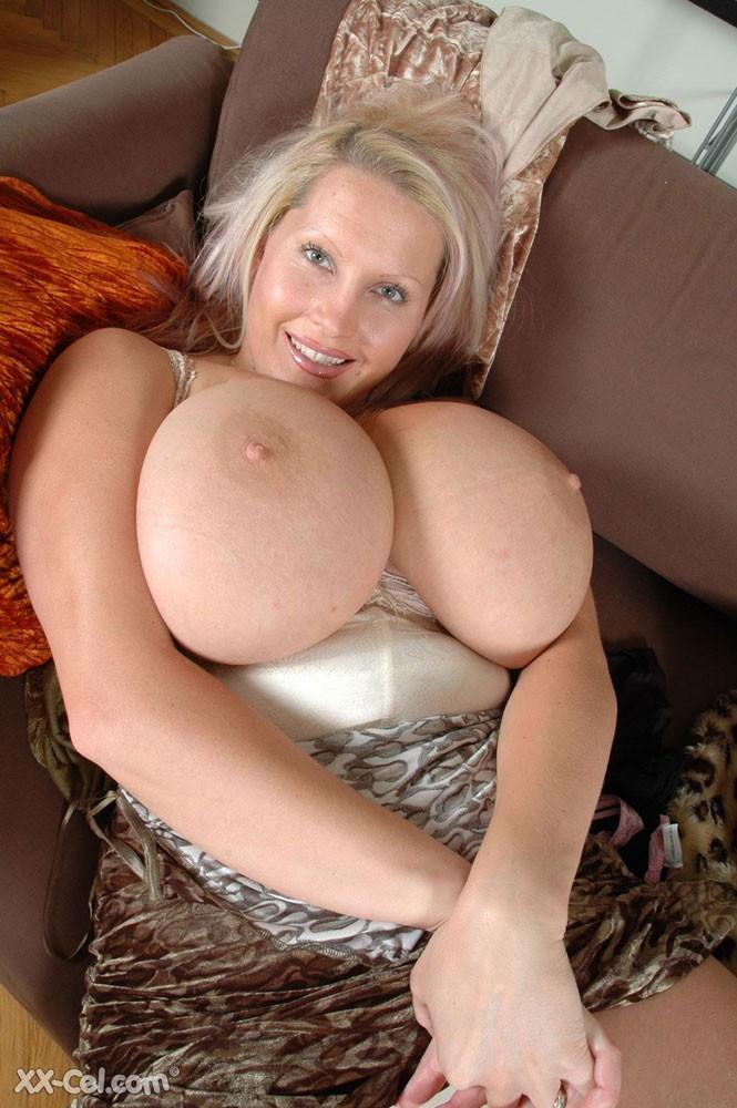 Huge Natural Tits Masturbation
